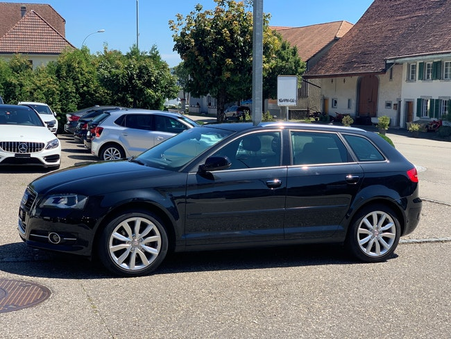 saloon Audi A3 Sportback 2.0 TDI Attraction quattro