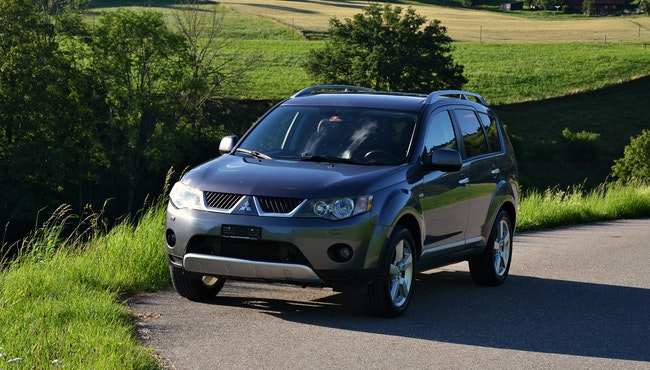 suv Mitsubishi Outlander 2.0 DID Intense