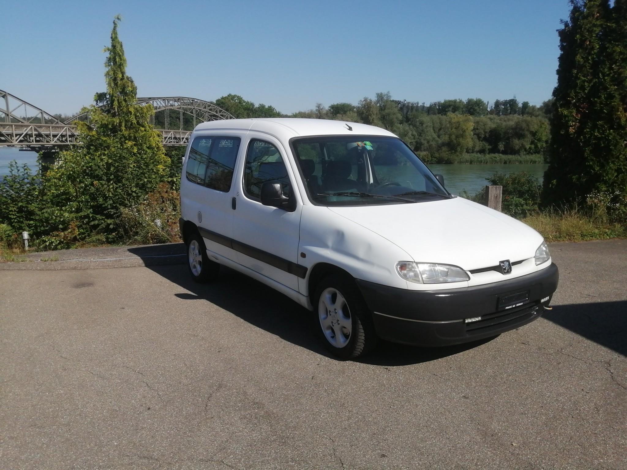 bus Peugeot Partner 1.9D 5 Plätzer