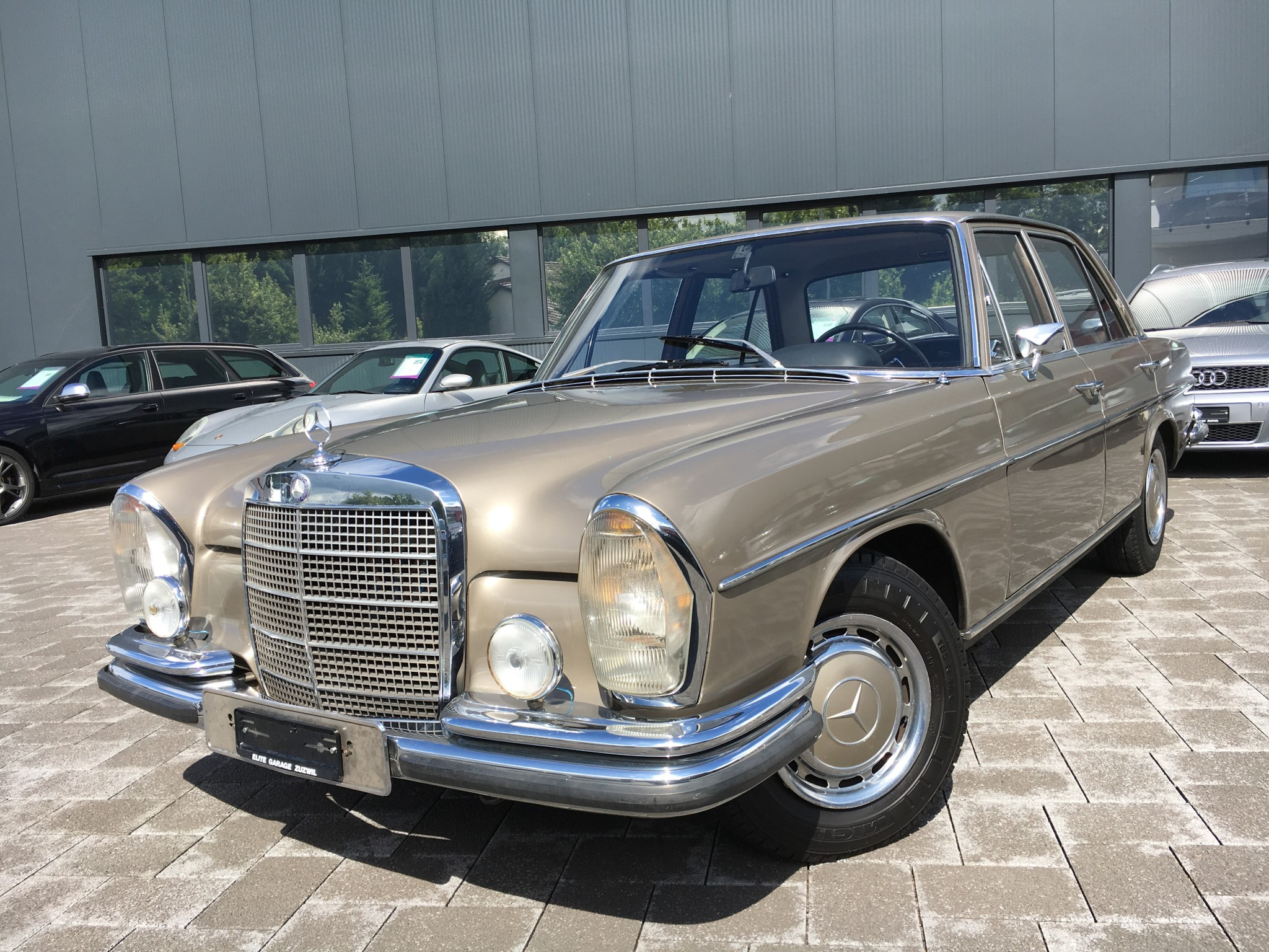 saloon Mercedes-Benz 280 SE 19'990km 11.1968