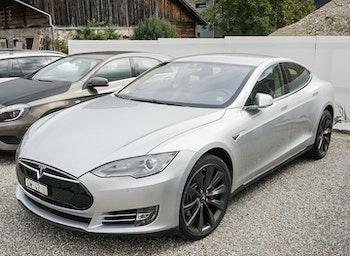 saloon Tesla Model S 85 Performance