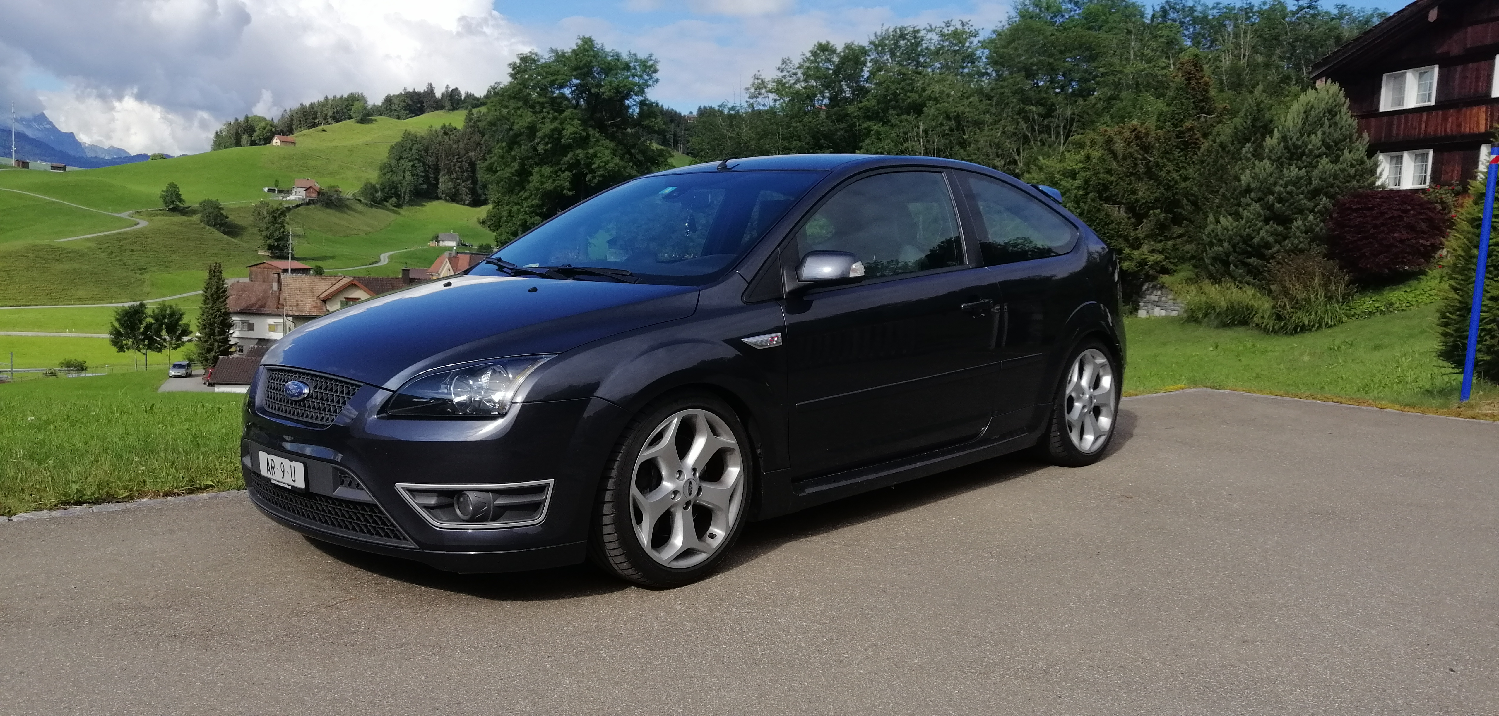 saloon Ford Focus 2.5 Turbo ST