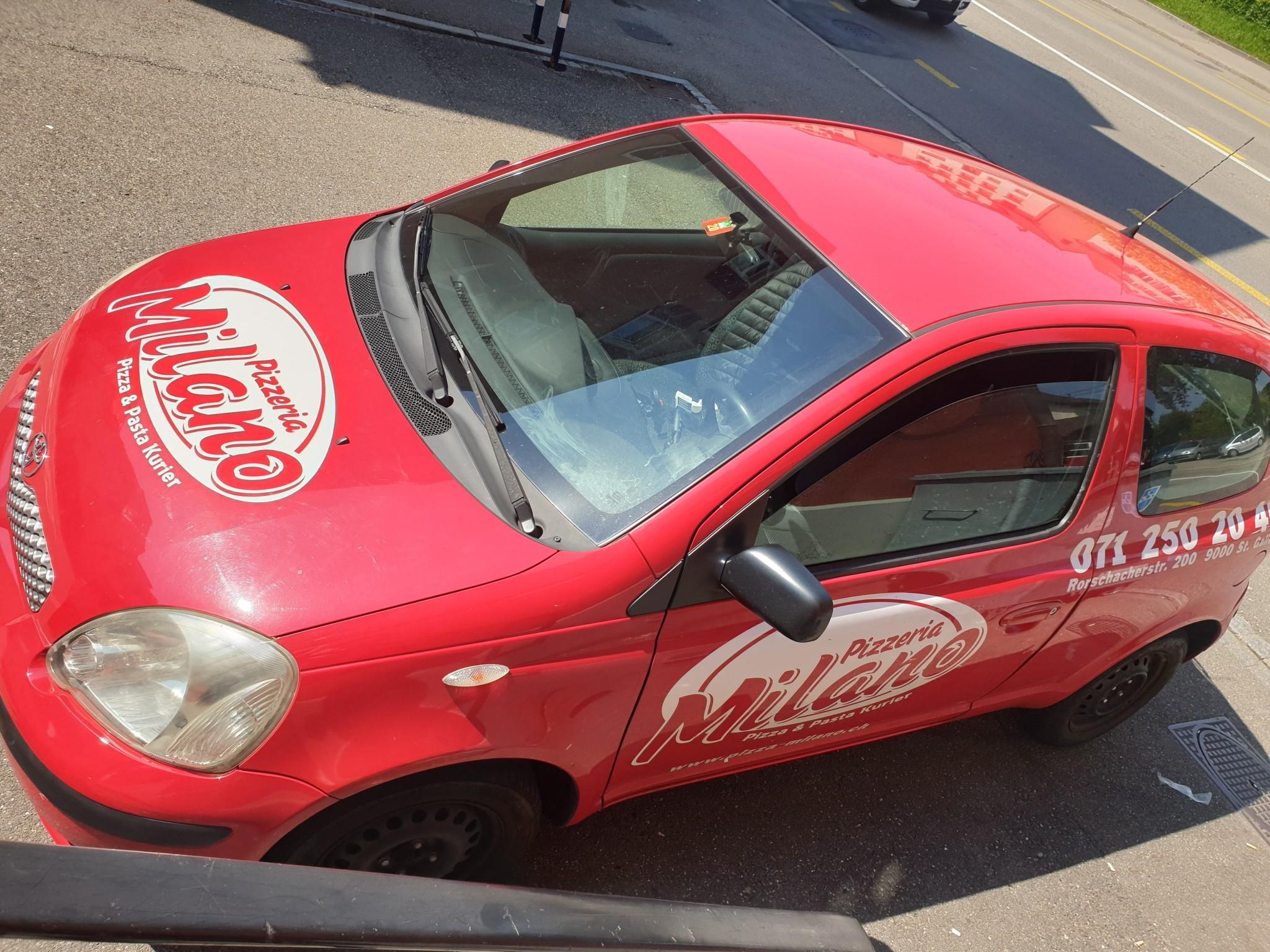 saloon Toyota Yaris Günstige Toyota Yaris 1.0
