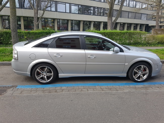 saloon Opel Vectra 2.2i 16V Elegance