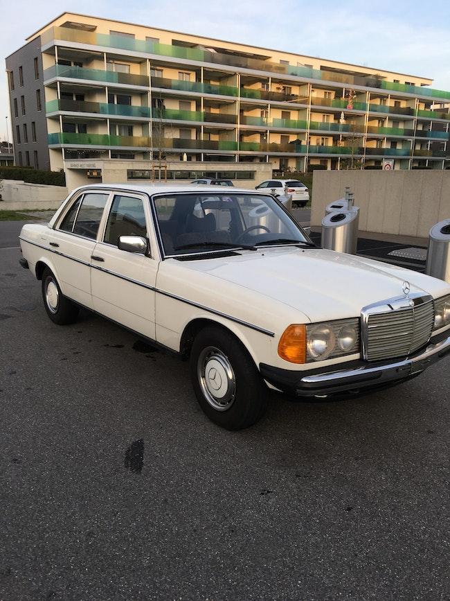 saloon Mercedes-Benz 200 Zu Verkaufen