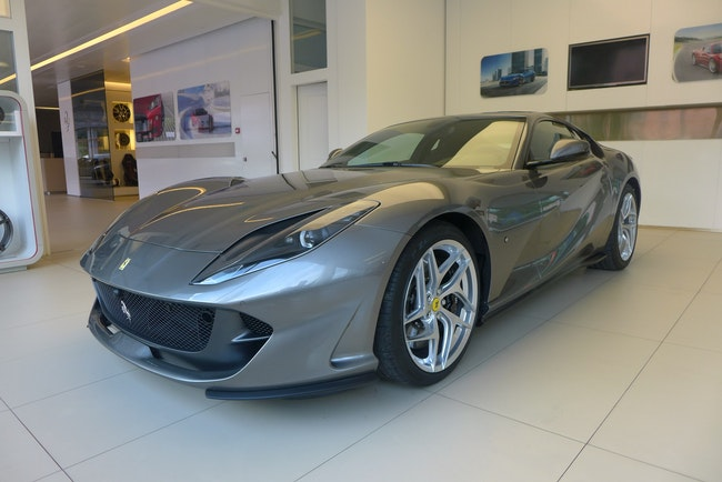 Ferrari 812 Superfast 4'850 km CHF330'000 - kaufen auf carforyou.ch - 1