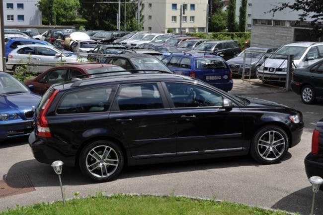 Volvo V50 Kombi 2.0 D Momentum 58'800 km CHF18'900 - buy on carforyou.ch - 1