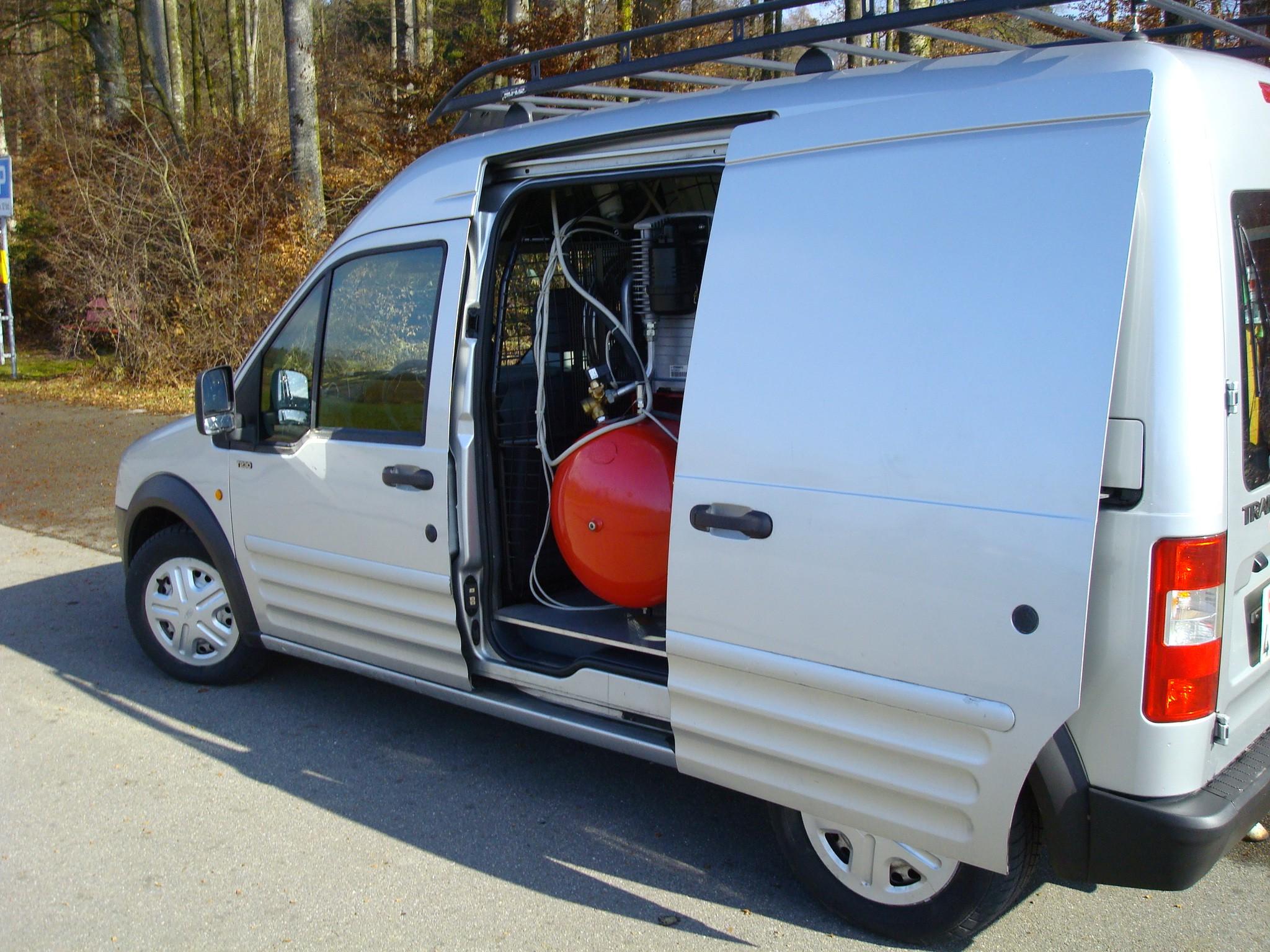 bus Ford Transit Sanierungswagen