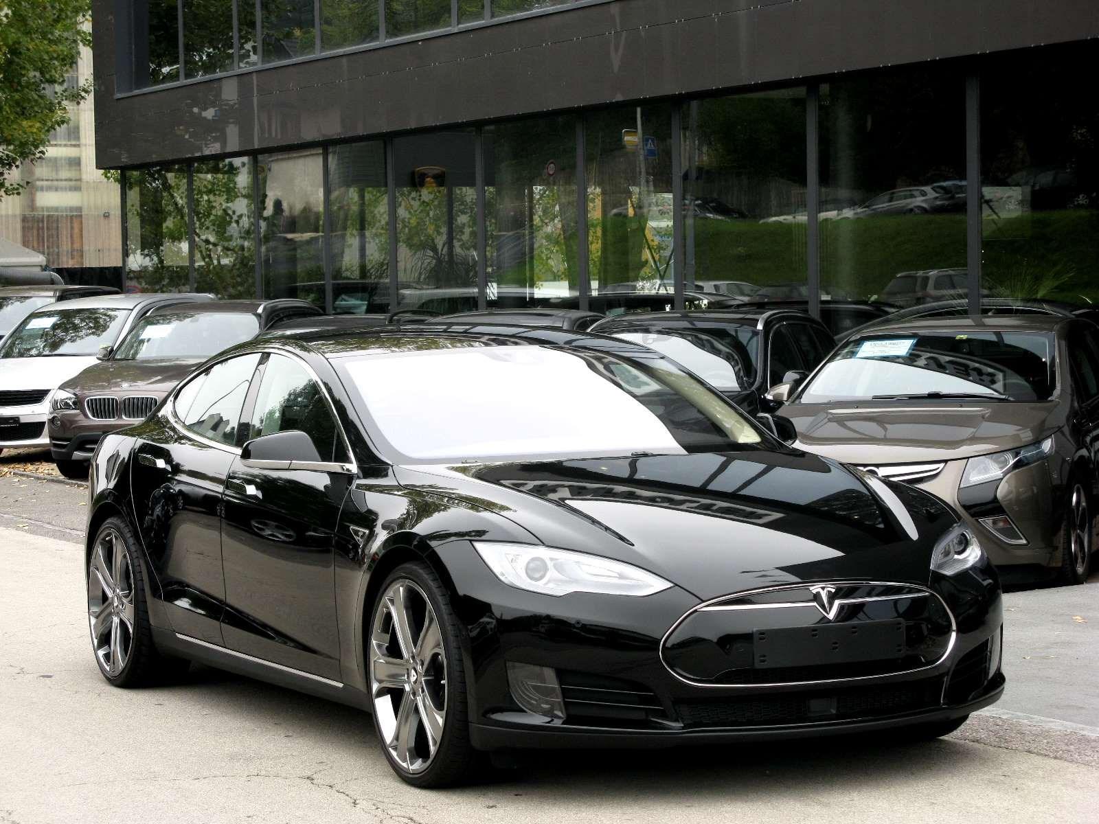 saloon Tesla Model S 70 D