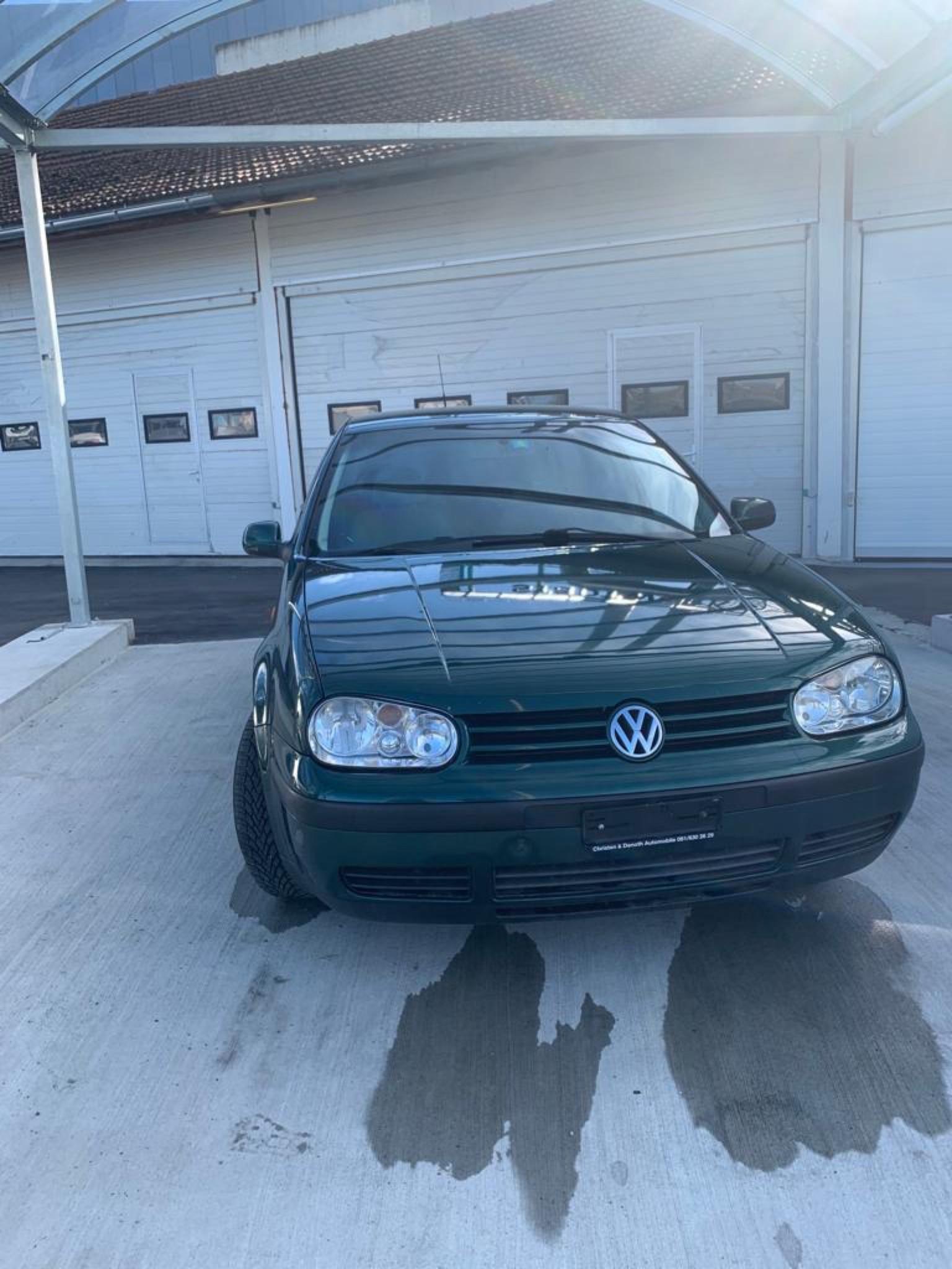 saloon VW Golf 1,6