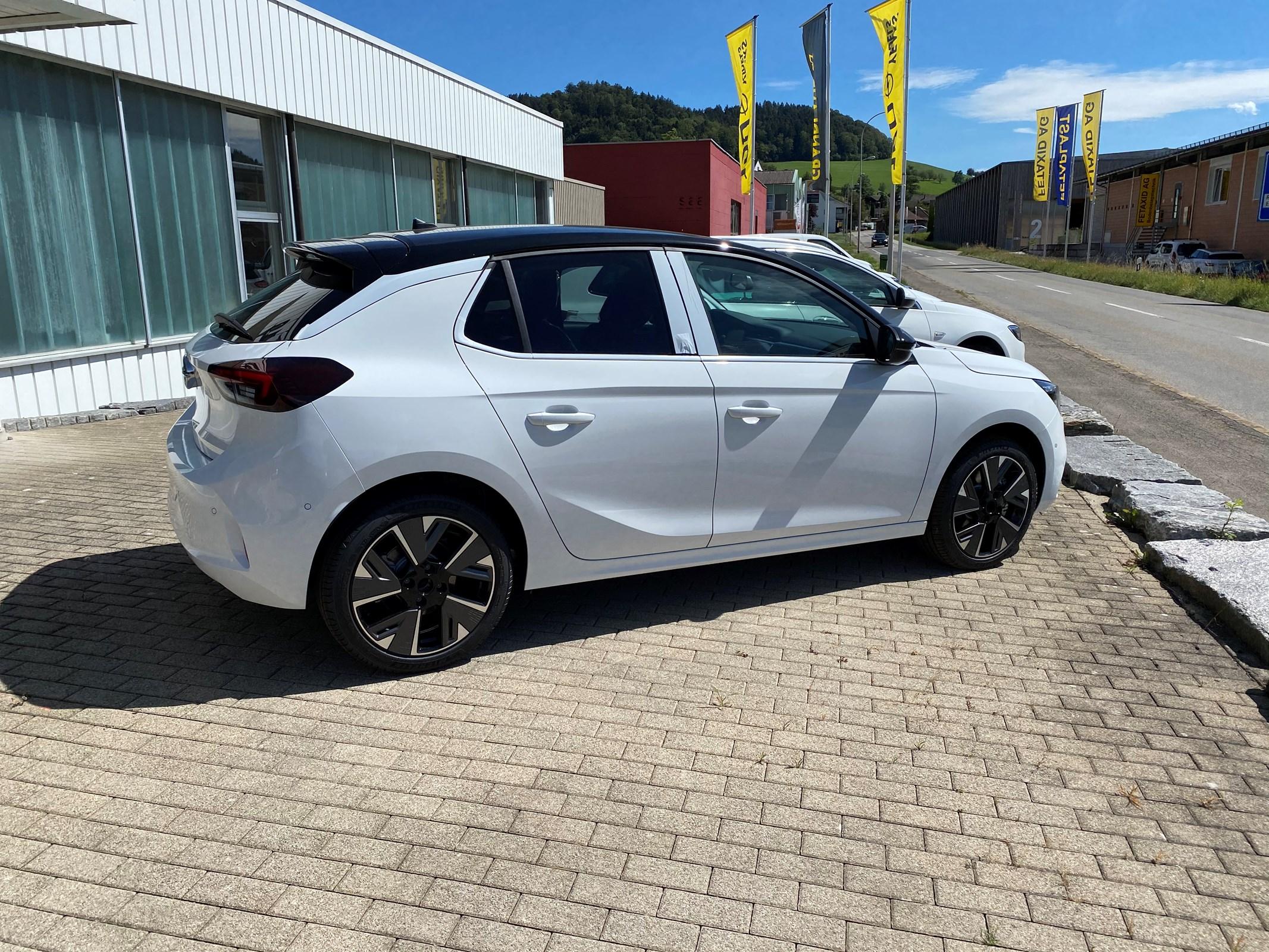 saloon Opel Corsa e-Elegance