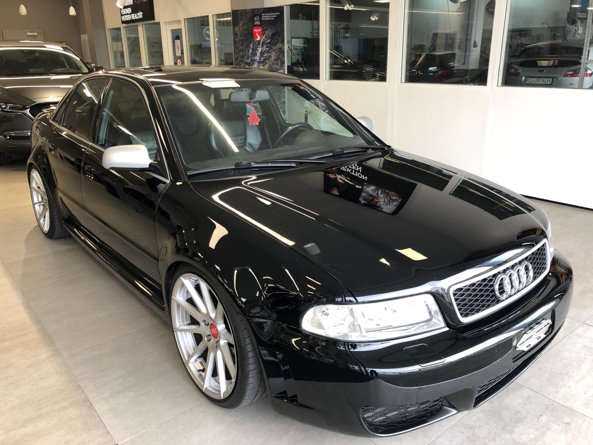 saloon Audi S4 quattro