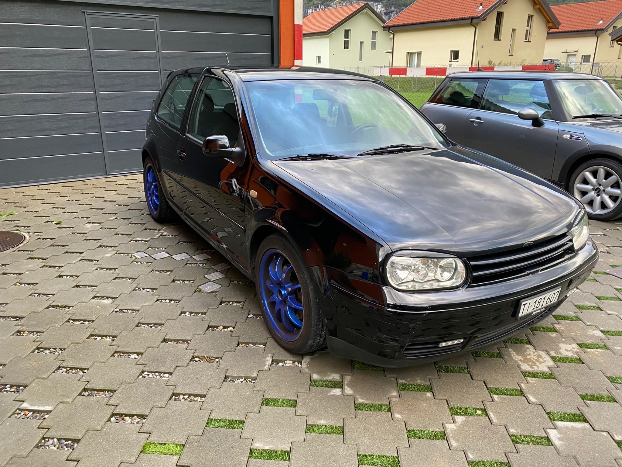 saloon VW Golf 4 Gti