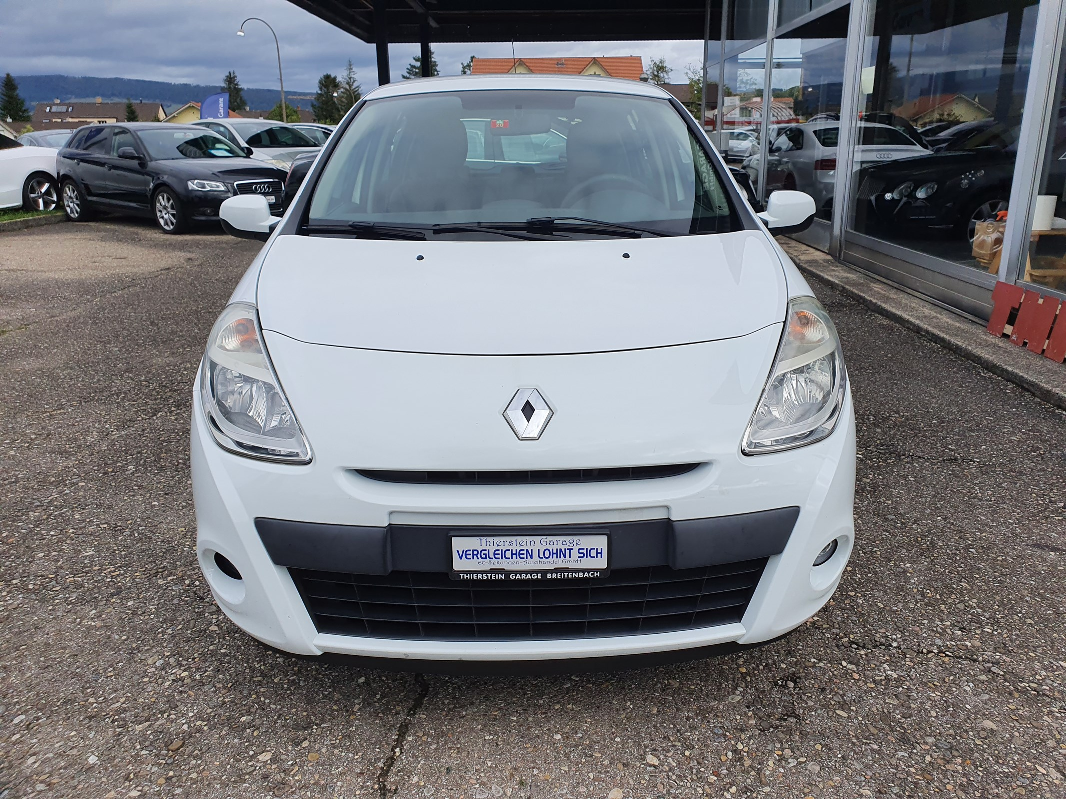 saloon Renault Clio 1.2 16V Expression