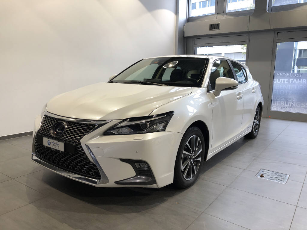saloon Lexus CT 200h Excellence