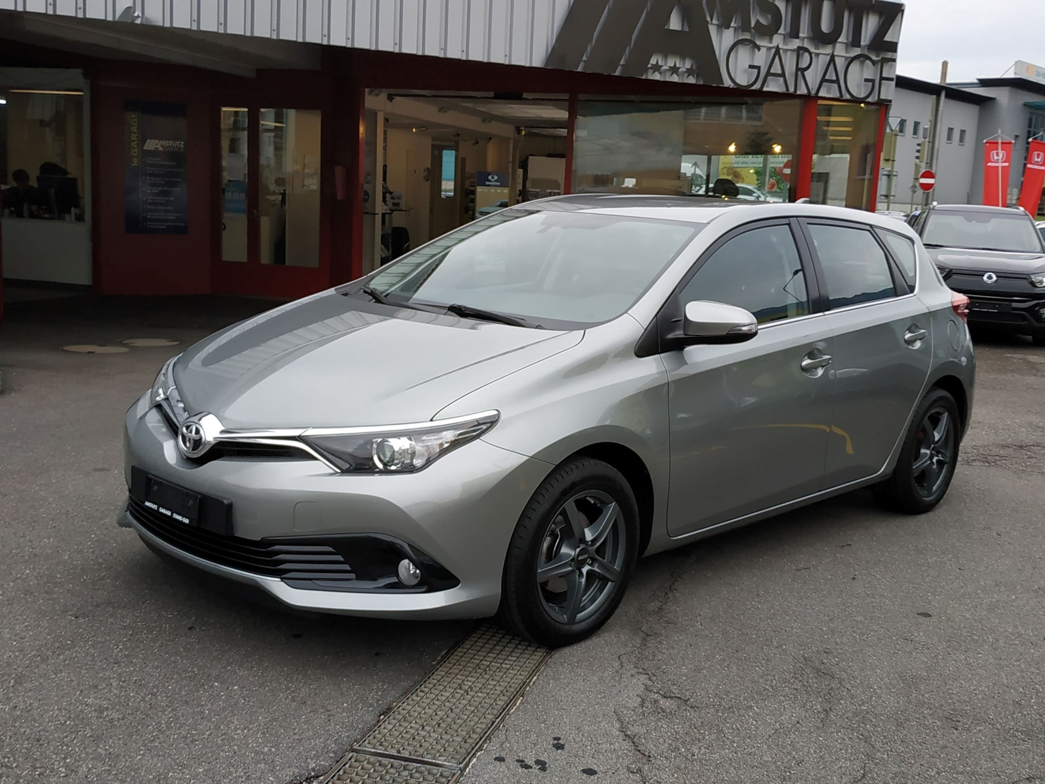 saloon Toyota Auris 1.2 Turbo Trend CVT