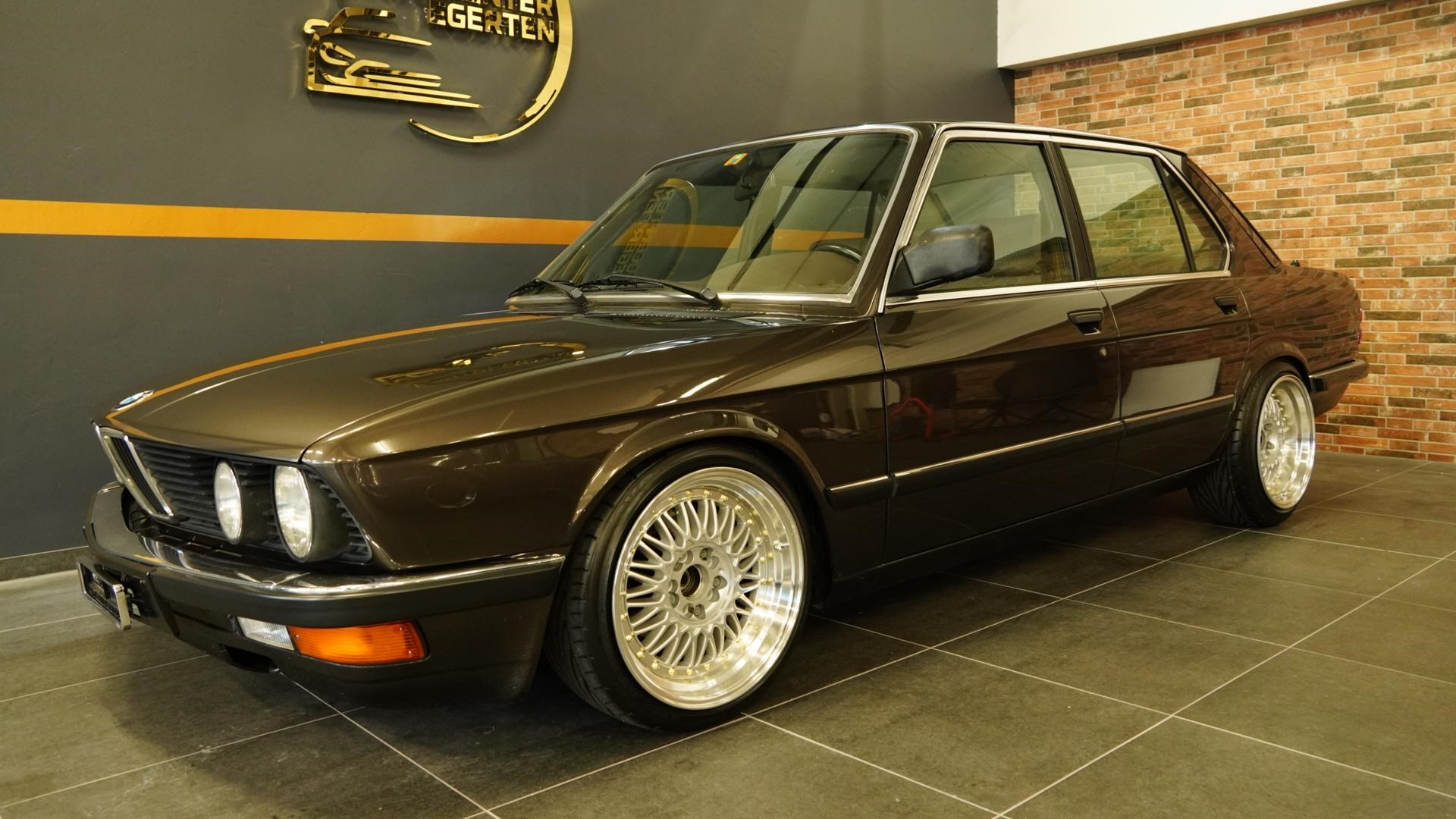 saloon BMW 5er 525e