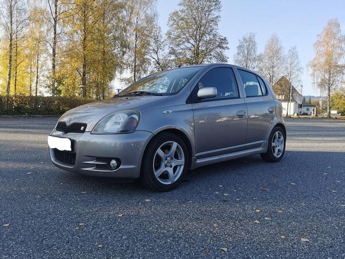 Toyota Yaris 156'000 km 2'000 CHF - buy on carforyou.ch - 1