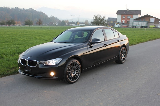 saloon BMW 3er 318d xDrive Modern Line