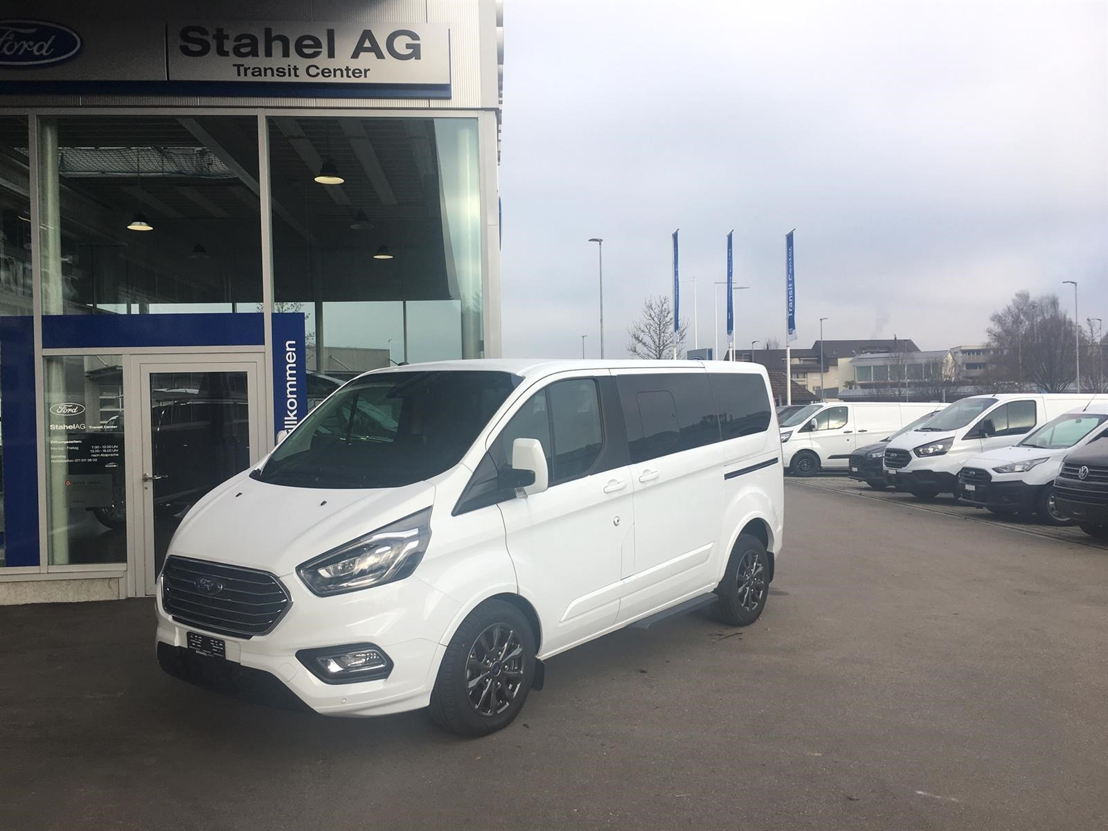 bus Ford Tourneo CUSTOM Tourneo C Bus 320 L1 2.0 TDCi 130 Titanium