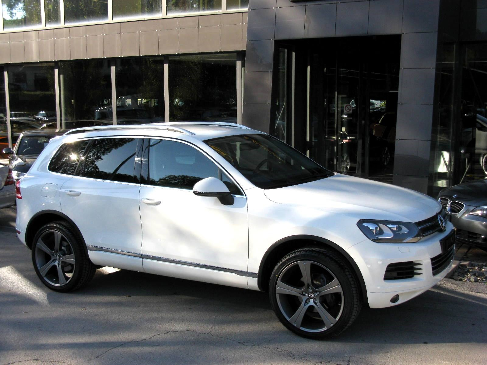 suv VW Touareg 3.0 TDI R-Line BlueMotion Technology Tiptronic