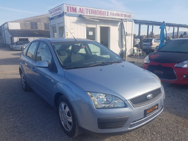 saloon Ford Focus 2.0i Carving