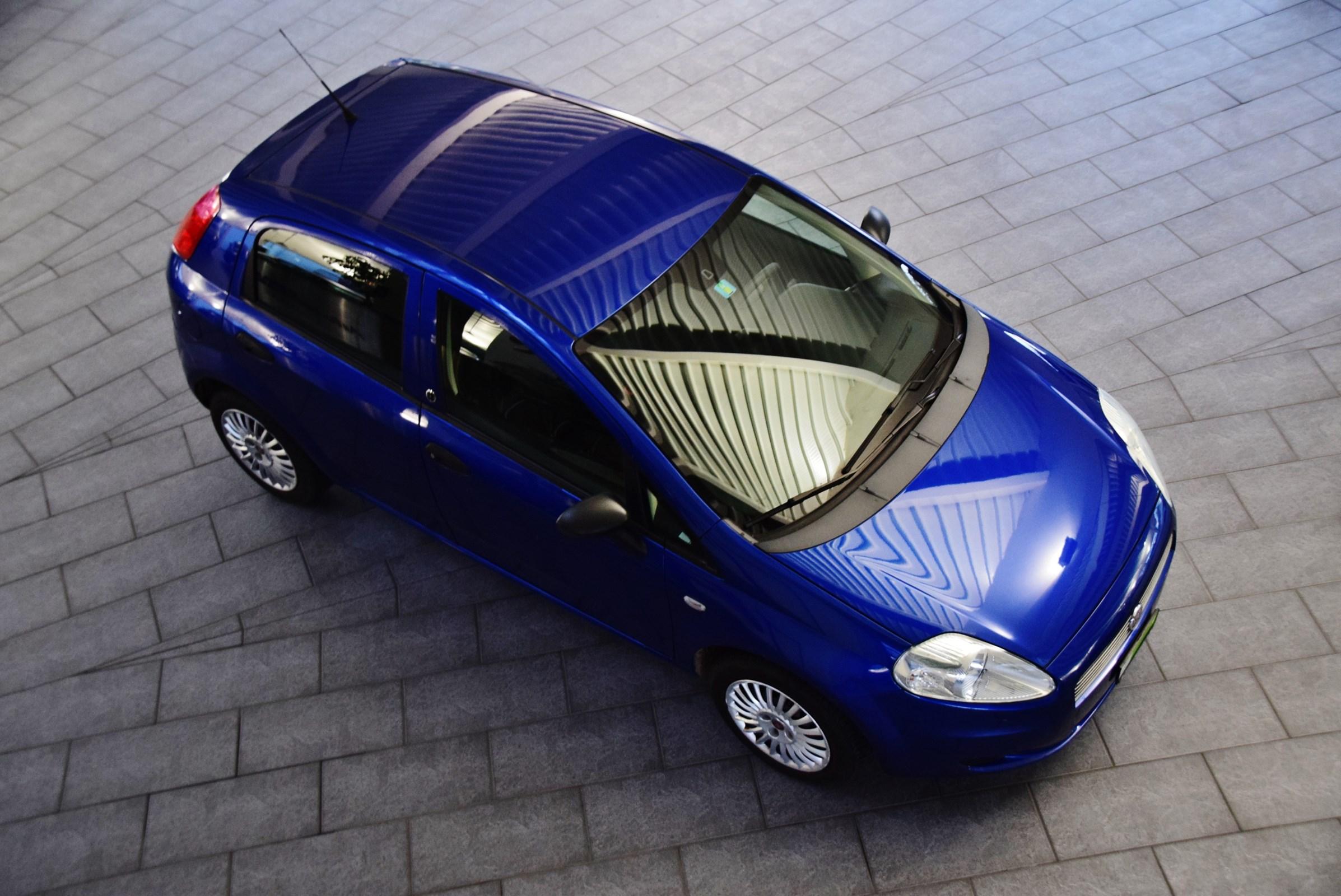 saloon Fiat Punto 1.4 Dynamic