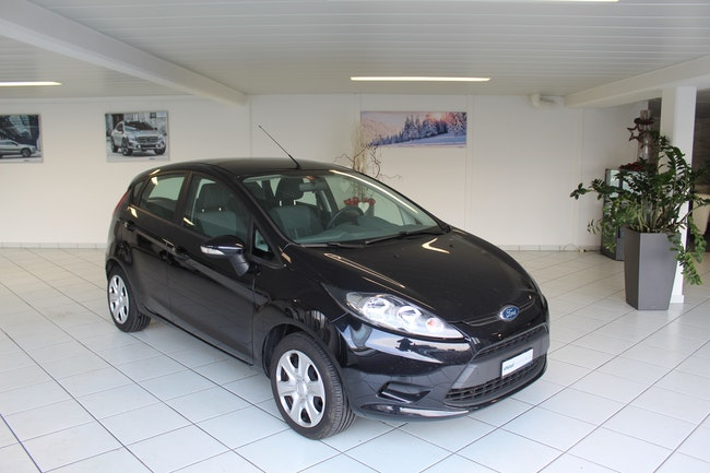 saloon Ford Fiesta 1.25 16V 82 Trend