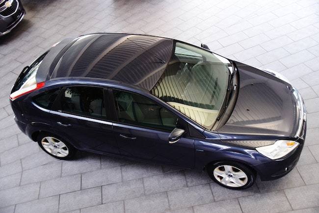 saloon Ford Focus 1.6i Carving