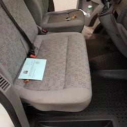 VW T5 zu verkaufen VW T5 lang, 9 Pl. 400'000 km 7'990 CHF - kaufen auf carforyou.ch - 2
