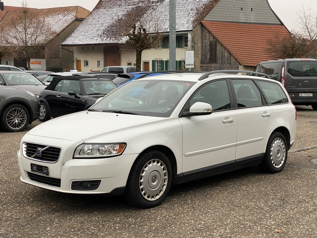 estate Volvo V50 2.4 Kinetic Geartronic