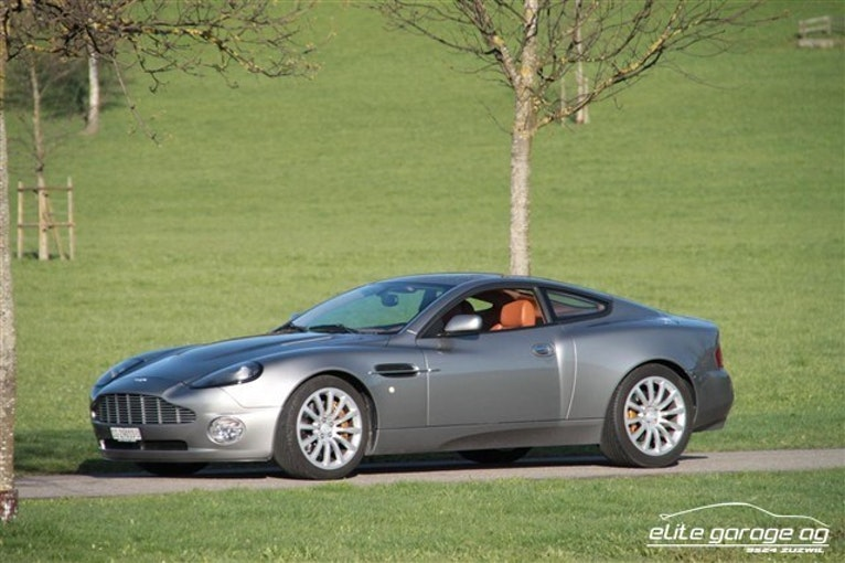 Aston Martin Vanquish V12 Vanquish Vanquish V12 24'600 km CHF99'999 - buy on carforyou.ch - 1