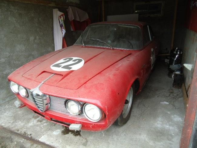 Alfa Romeo 2600 Sprint 104'000 km 38'000 CHF - buy on carforyou.ch - 1