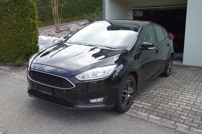 saloon Ford Focus 1.0i EcoB 125 Business