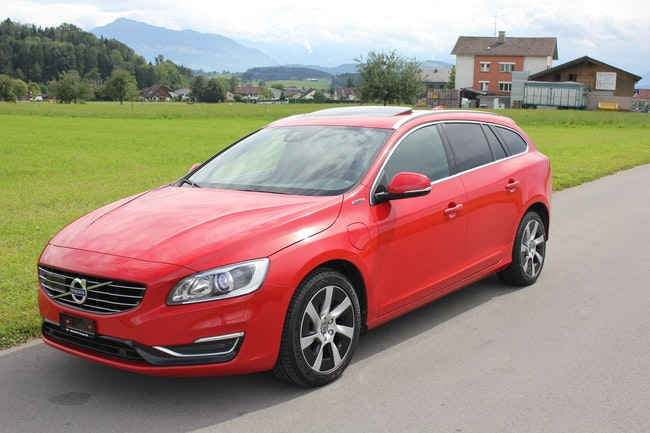 estate Volvo V60 D6 AWD Plug-in Hybrid Summum Geartronic