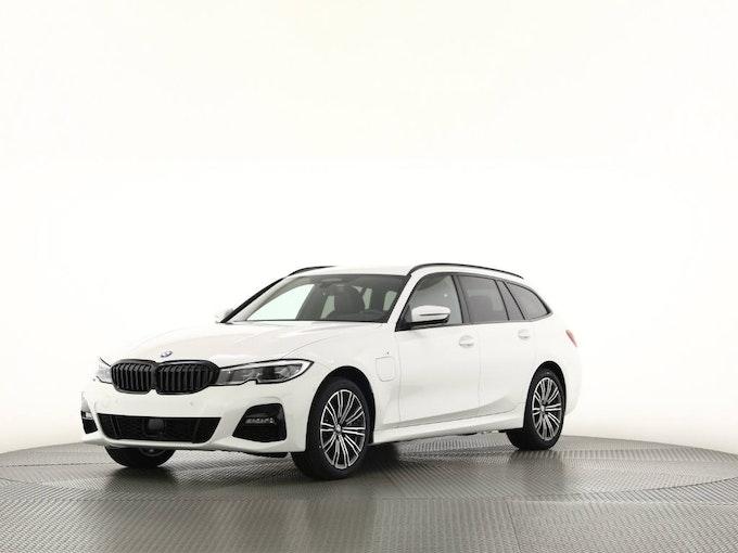 BMW 3er 330e xDrive Touring SAG 50 km 74'350 CHF - buy on carforyou.ch - 1