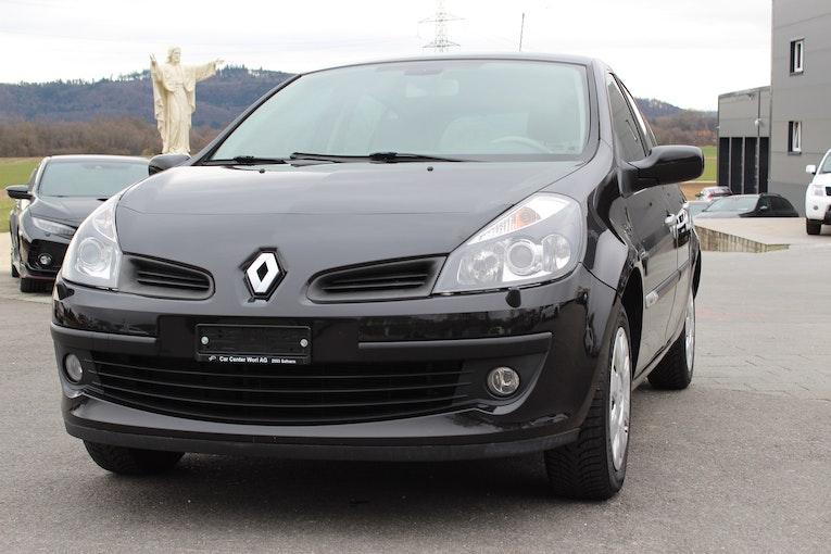 Renault Clio 1.6 16V Initiale 122'000 km 3'900 CHF - buy on carforyou.ch - 1