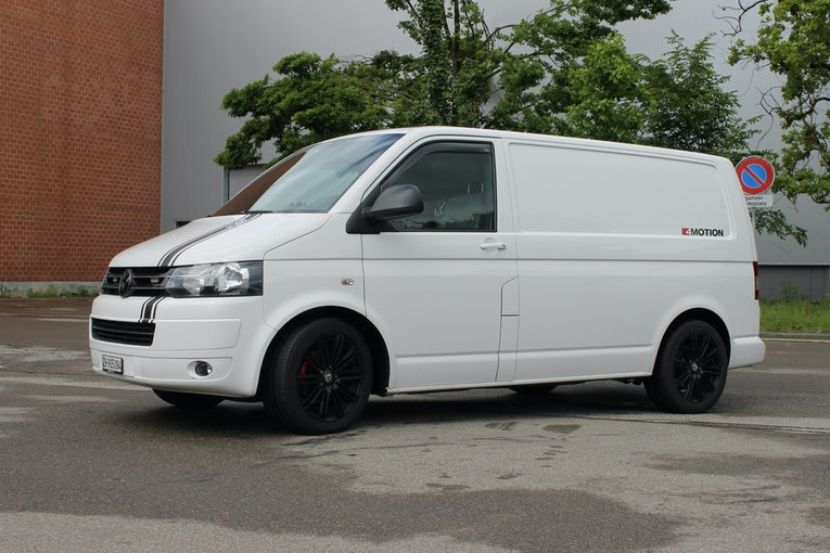VW T5 Transporter 4Motion  auch ideal zum Camper Ausbau 250'000 km 12'900 CHF - buy on carforyou.ch - 1
