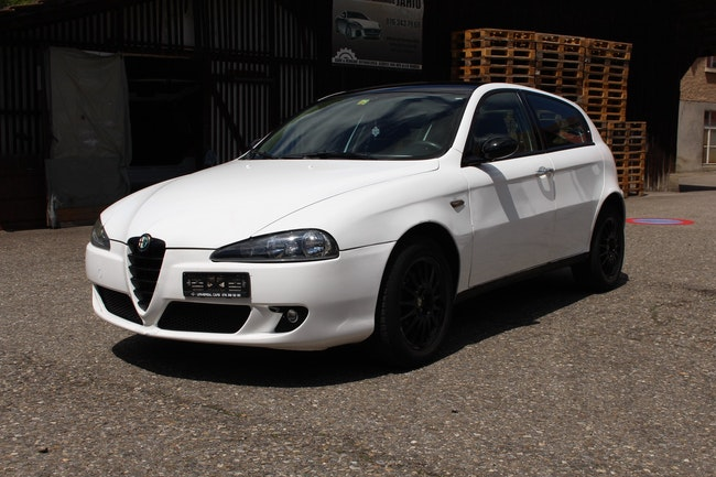 Alfa Romeo 147 1.6 TS 16V Progression 190'000 km 2'499 CHF - acquistare su carforyou.ch - 1