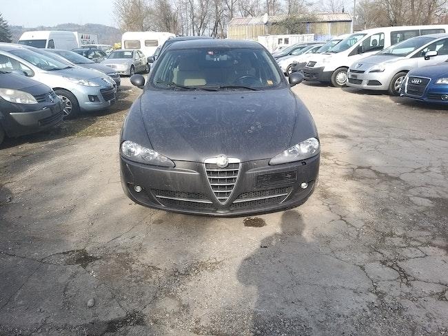 Alfa Romeo 147 1.6 TS 16V Distinctive 183'365 km 900 CHF - kaufen auf carforyou.ch - 1