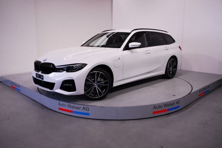 BMW 3er 320e xDr Tour M Sport 10 km 69'900 CHF - buy on carforyou.ch - 1