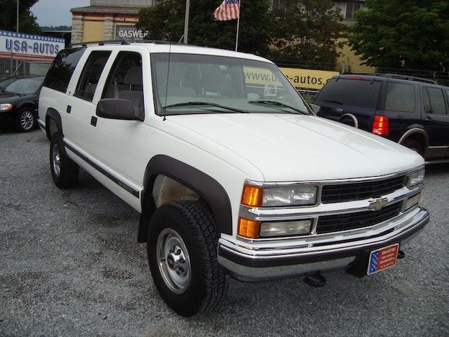 Chevrolet Suburban 2500 103'000 km 16'800 CHF - buy on carforyou.ch - 1