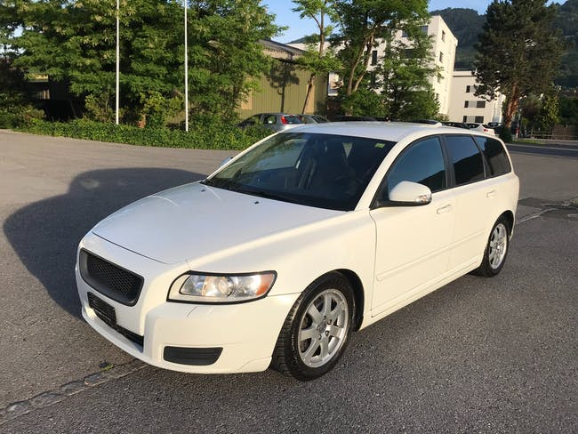Volvo V50 D3 Business Edition Geartronic 176'000 km CHF7'199 - buy on carforyou.ch - 1