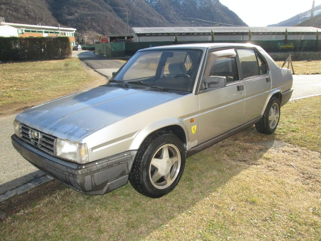 Alfa Romeo 90 2.5 quadrifoglio oro 150'000 km 3'600 CHF - acheter sur carforyou.ch - 1