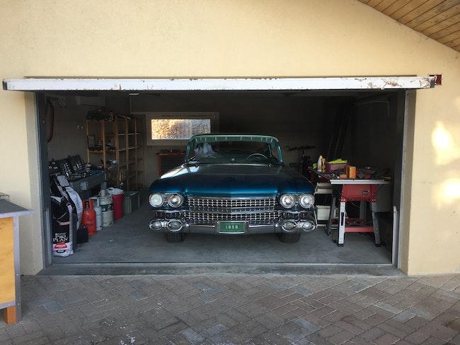 Cadillac Fleetwood 6.3 Sixty Special Sedan 92'030 km CHF25'000 - buy on carforyou.ch - 1