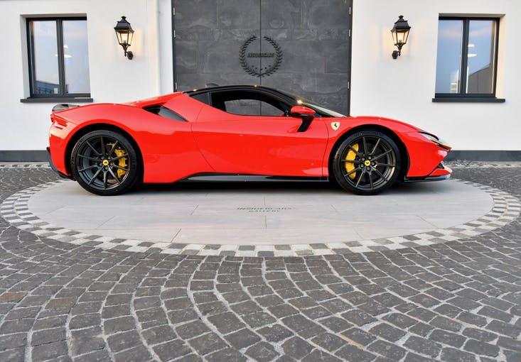 Ferrari SF90 Stradale 450 km CHF680'000 - acheter sur carforyou.ch - 1