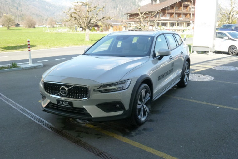 Volvo V60 Cross Country D4 AWD 18'800 km CHF42'900 - buy on carforyou.ch - 1