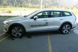 Volvo V60 Cross Country D4 AWD 18'800 km CHF42'900 - buy on carforyou.ch - 2
