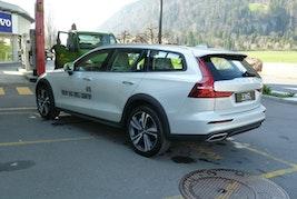 Volvo V60 Cross Country D4 AWD 18'800 km CHF42'900 - buy on carforyou.ch - 3