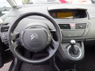 Citroën C4 Picasso 1.6 HDI 16V Attraction 85'000 km CHF6'900 - buy on carforyou.ch - 2